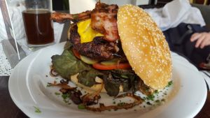 Burger im Restaurant am Bodden